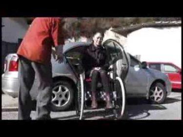 抱きかかえなくても移乗できる車椅子